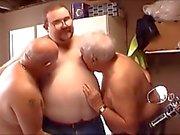 Superchub Trio - Jeune Chubby Boy et ses deux anciens papa ours