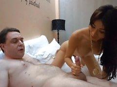 Ladyboy Miu dá um boquete para Andrea Dipré