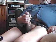Altes fetten Mannes Zucken in zwei