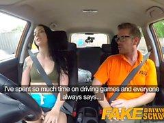 Gefälschte Driving School Gamer Babes Muschi in cum nach Blasen bedeckt