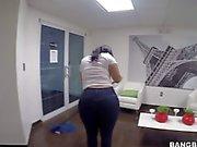 Kuk sucker Kimberly med stor rumpa