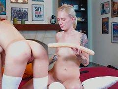 Les femmes aiment mettre des trucs dans leur cul