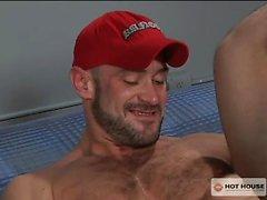Reloj de perno prisionero del de Craig de Reynolds juega con su consolador favorito