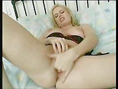 Alicia Rhodes : très La masturbation