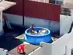 Ich fing meine Nachbarn Fucking auf dem Dach.