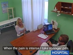 FakeHospital Блондинка Womans головной боли излечены петух и своих Squirting оргазмах