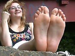 Die schönen Füße des schüchternen französischen Mädchens