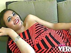 Keira Verga strokes ihren Schwanz outfront