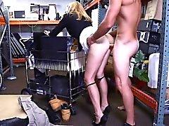 Non esiste sexier allora una milf in abito uffici vasca