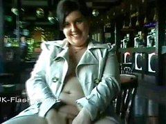 Amateure Dicke Frauen Jinx unterm Rock Selbstbefriedigung in einer Bar