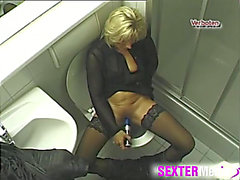 Baths webcam spies on a toy fucking mother i'd like to fuck