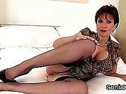 Unfaithful британской ИФОМ дама Соней будет мигать свое крупногабаритных око