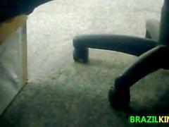 Piedini delle Brazilian Girls e le piante