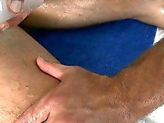 Hunk bekommt ein tiefer anale Bohrens aus Homosexuell Massage Therapeutin