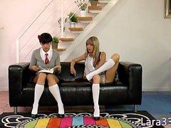 les threeway Milf britânica com alunas