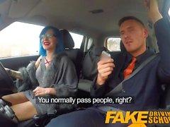 Gefälschte Driving School Sexy emo bekommt ihren Arsch schlug und Kehle gefickt