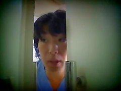 japon hemşire hastasına bakım