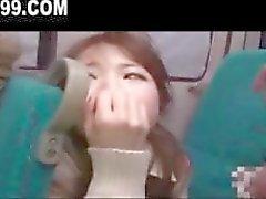 schattig schoolmeisje geneukt op nachtbus