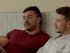 Erleben Sie seinen ersten Homosexuell Sex in Next Door Studios!