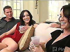 Largas piernas y sexy Audrey convencida de que su mi esposo titubeante de subvención a