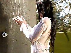 Adolescente de cabelo negra de sexy prazer dela raspada apanhar fora