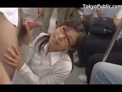 Two donne giapponesi Get sborra In Il Treno