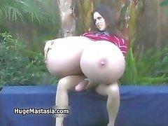 Brunette chick with massiv Titten loves part5