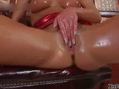 Blonde babe all oiled up fisting her own