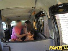 Sahte Taksi John adamların gf fışkırtma yapar ve yüzünde cums