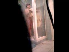 Maman sous la suihku 2