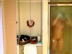 Öffentliche Dusche wichsen