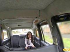 Fake Taxi cabbie genießt seine Fantasie ficken