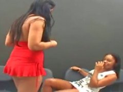 Braziliaanse Lesbians Kissing 2