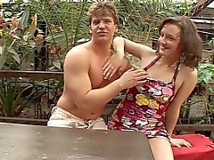 Ruwweg neuken en spuiten met nympho Duitse meisje