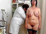 Housewife Spikylooking contraer una la ginecomastia