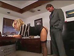 Nicole Aniston ofis