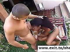 Ebony med transpersoner Ariadna Ass Knullad trädgård