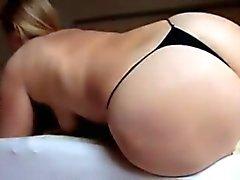 Sara big buttcrash