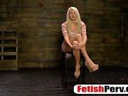 Kinky bitch Layla Price em ação fetiche com perv horny