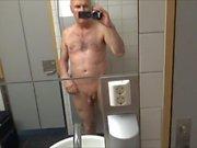 Sporche corrompere grandpa pipì in hotel aeroportuale