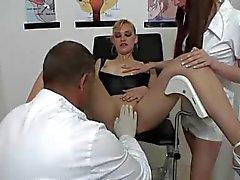 Hollanti blondi vieraileeSquirt klinikka osa 1