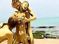 Ménage à trois golden à la plage