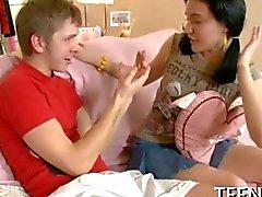 Adolescenti dolce sedotto dal suo tutore
