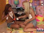 Brandy ve Cipriana lezbiyen seks denemek