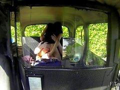 Aldatıldığını İngiliz bebeğim fake taksi arkasından becerdin