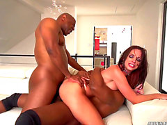 Vídeos porno HD de Jada Stevens recibe una doble penetración interracial