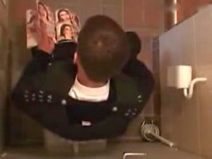 Polonyalı Erkek umumi tuvalet otuzbir