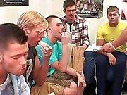 De Homo Pública de trote para os os rapazes str8 mais pobres
