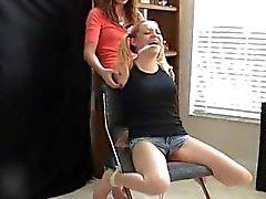 Lexi Kitzeln Sara Liz - F / F, ist dieses Mädchen der geringste Darüber Tickling !