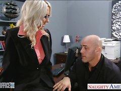 Reizvolles blondes Emma Starr wird im Büro nagelte